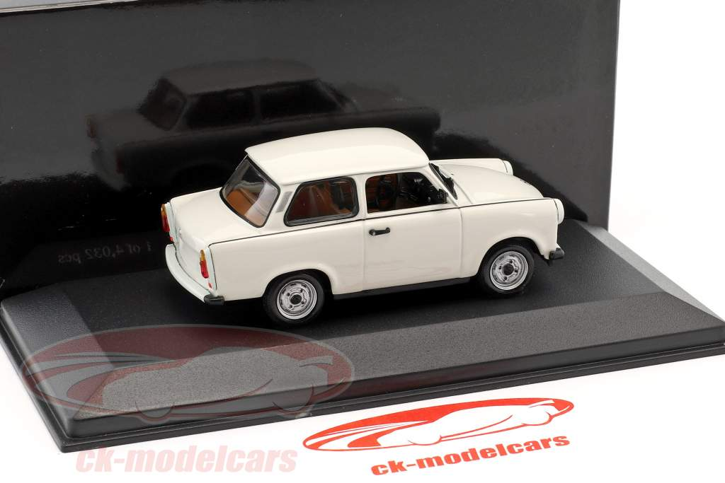 Trabant 601 S year 1964–1990 papyrus white 1:43 Minichamps / false overpack
