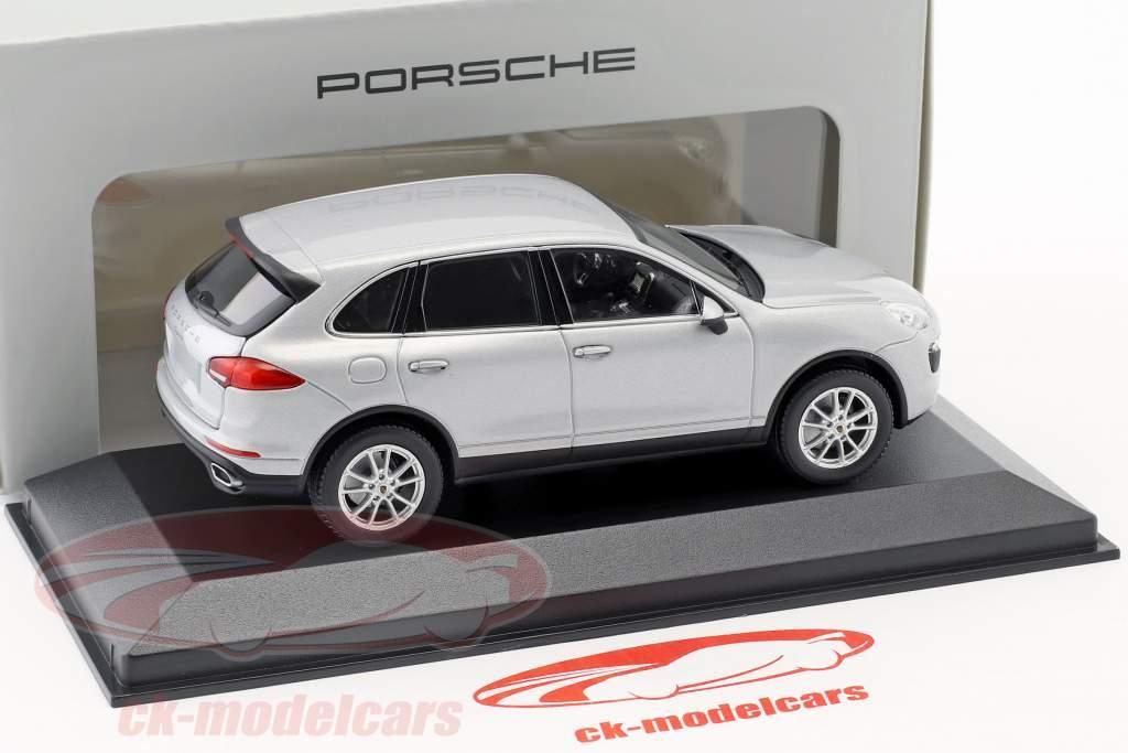 Porsche Cayenne (958) Baujahr 2014 silber 1:43 Minichamps