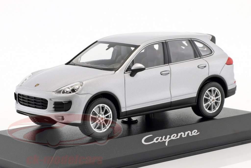 Porsche Cayenne (958) Bouwjaar 2014 zilver 1:43 Minichamps