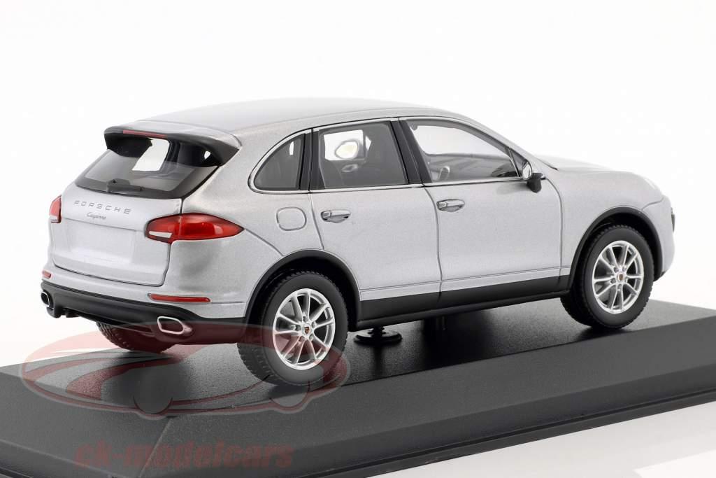 Porsche Cayenne (958) année de construction 2014 argent 1:43 Minichamps