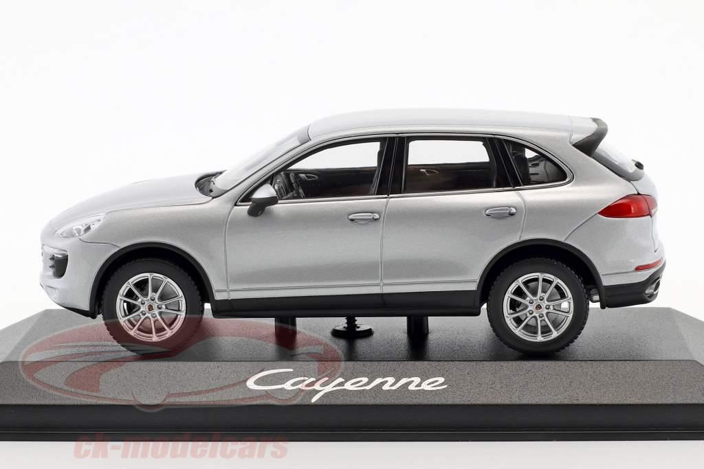 Porsche Cayenne (958) Opførselsår 2014 sølv 1:43 Minichamps