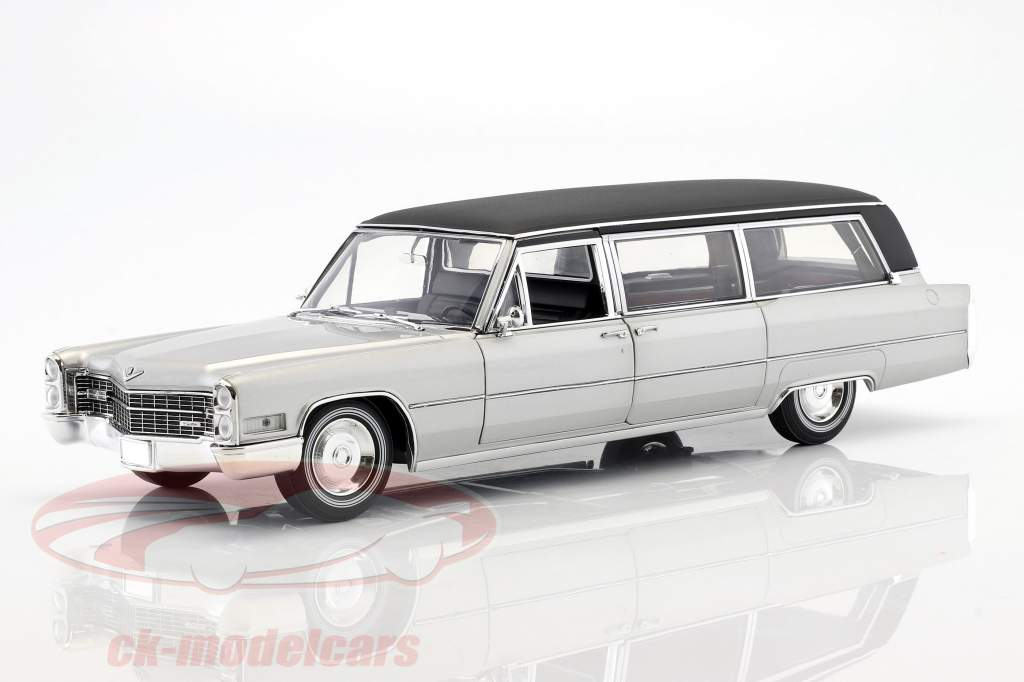 Cadillac S&S Limousine year 1966 silver / black 1:18 Greenlight