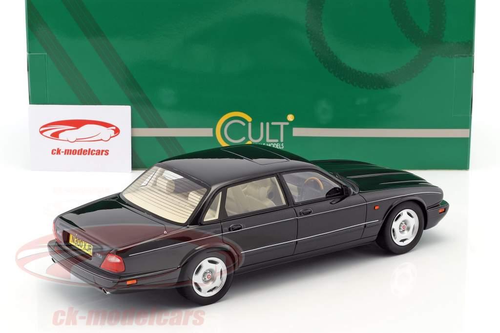 Jaguar XJR X300 Bouwjaar 1995 zwart metalen 1:18 Cult Scale