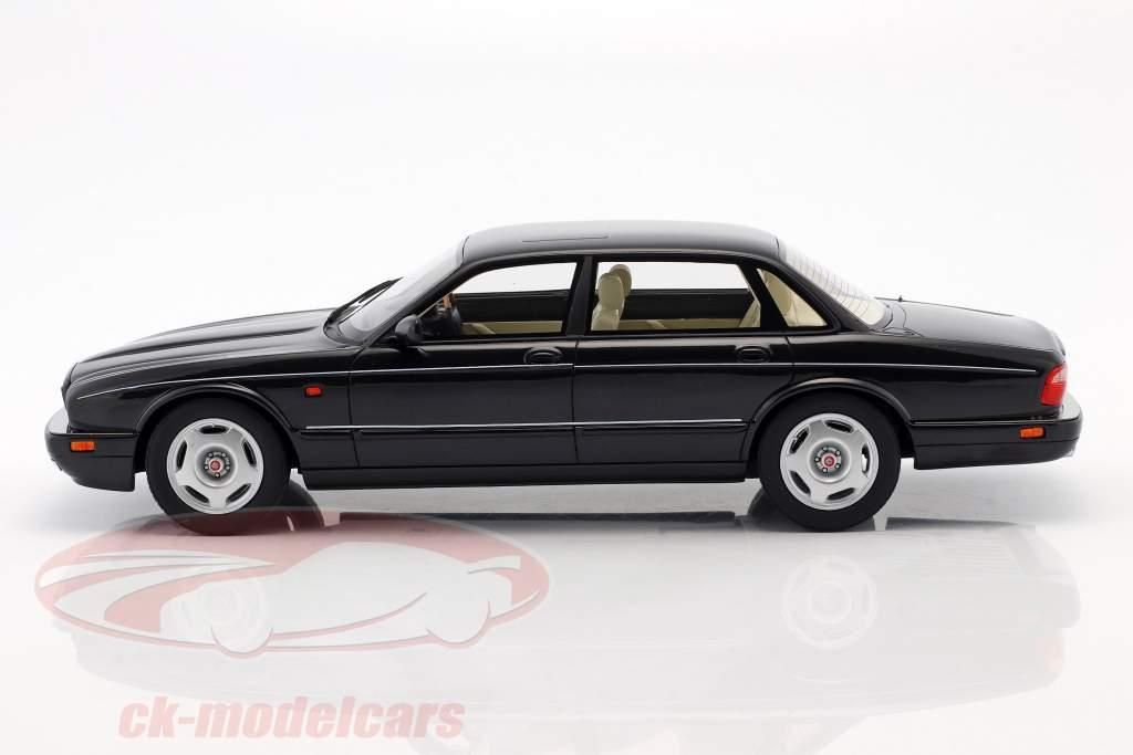 Jaguar XJR X300 Opførselsår 1995 sort metallisk 1:18 Cult Scale