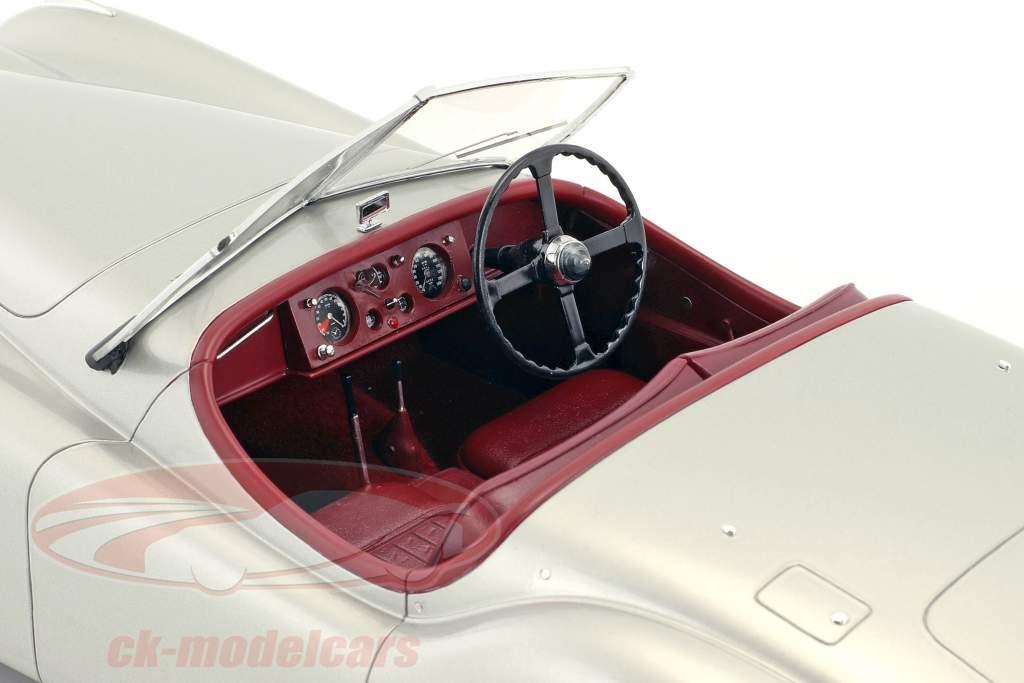 Jaguar XK 120 OTS ano de construção 1948-1954 prata 1:12 Matrix