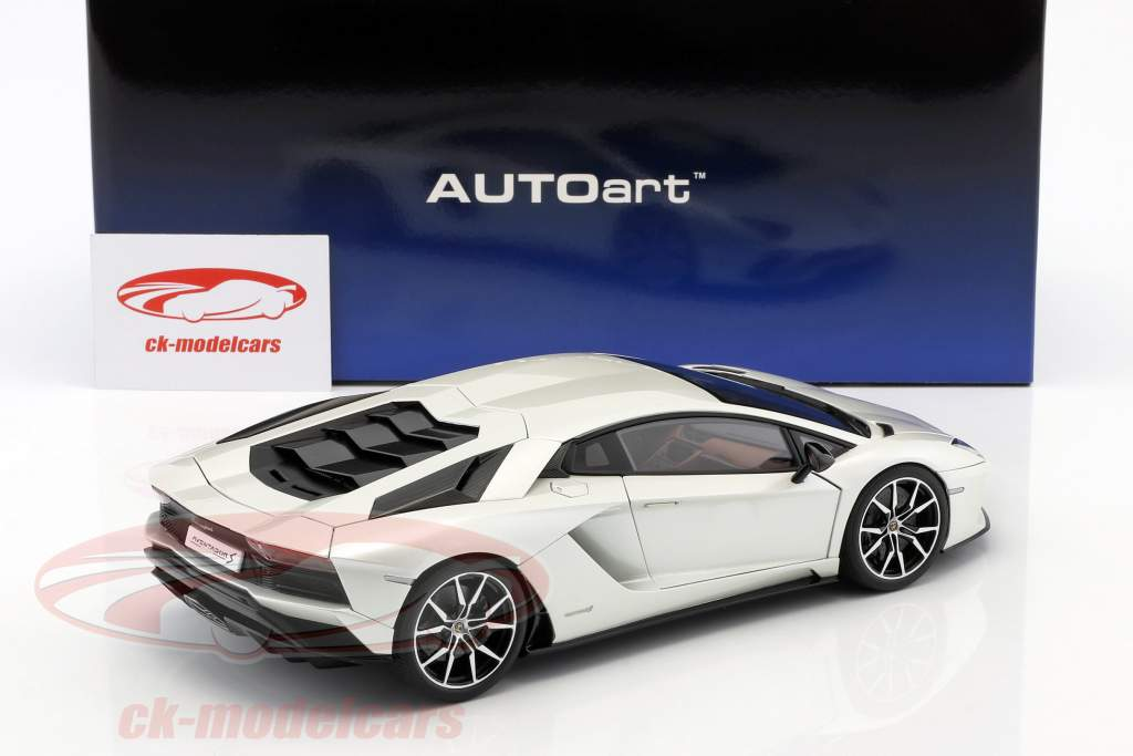 Lamborghini Aventador S year 2017 pearl white 1:18 AUTOart