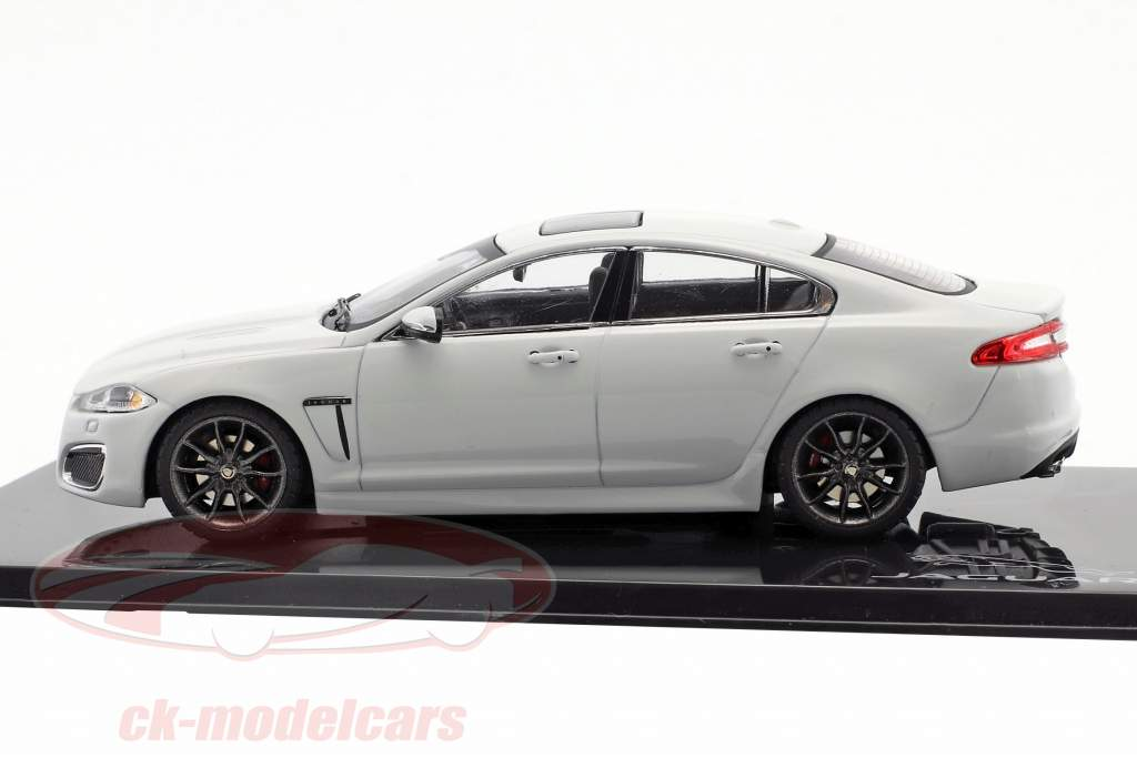 Jaguar XFR polair wit 1:43 Ixo