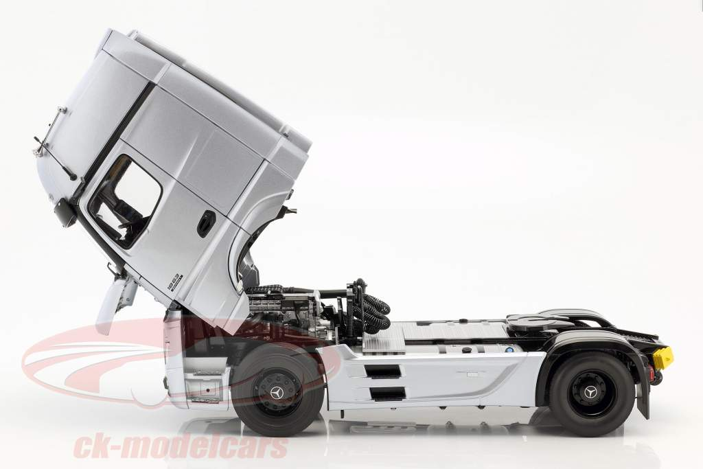 Mercedes-Benz Actros Gigaspace Edition 1 tracteur hightech argent 1:18 NZG