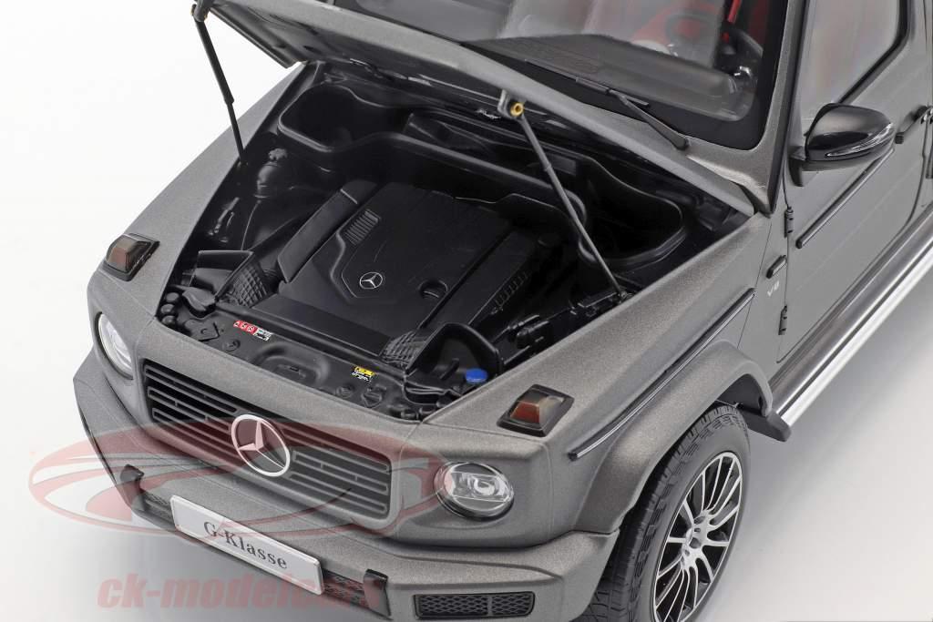 Mercedes-Benz G-Wagon (W463) year 2018 designo platinum magno 1:18 Minichamps