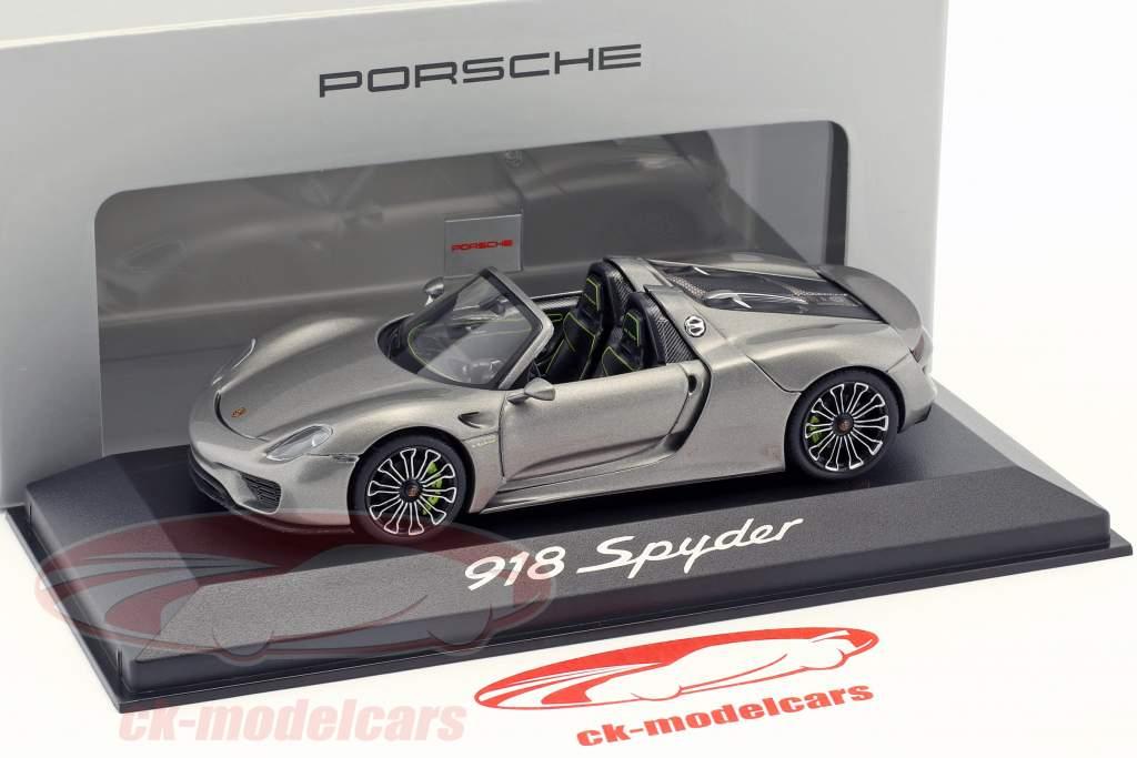 Porsche 918 Spyder Bouwjaar 2013 liquid metal zilver 1:43 Minichamps