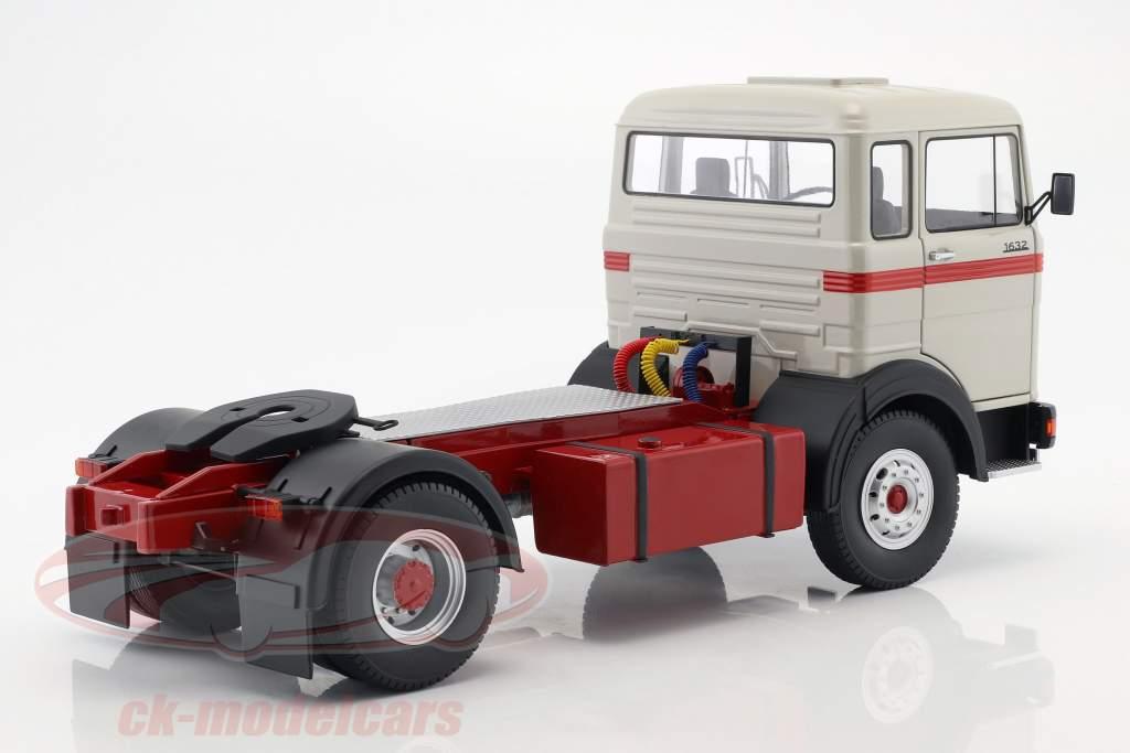 Mercedes-Benz LPS 1632 Traktor Opførselsår 1969 grå / rød 1:18 Road Kings