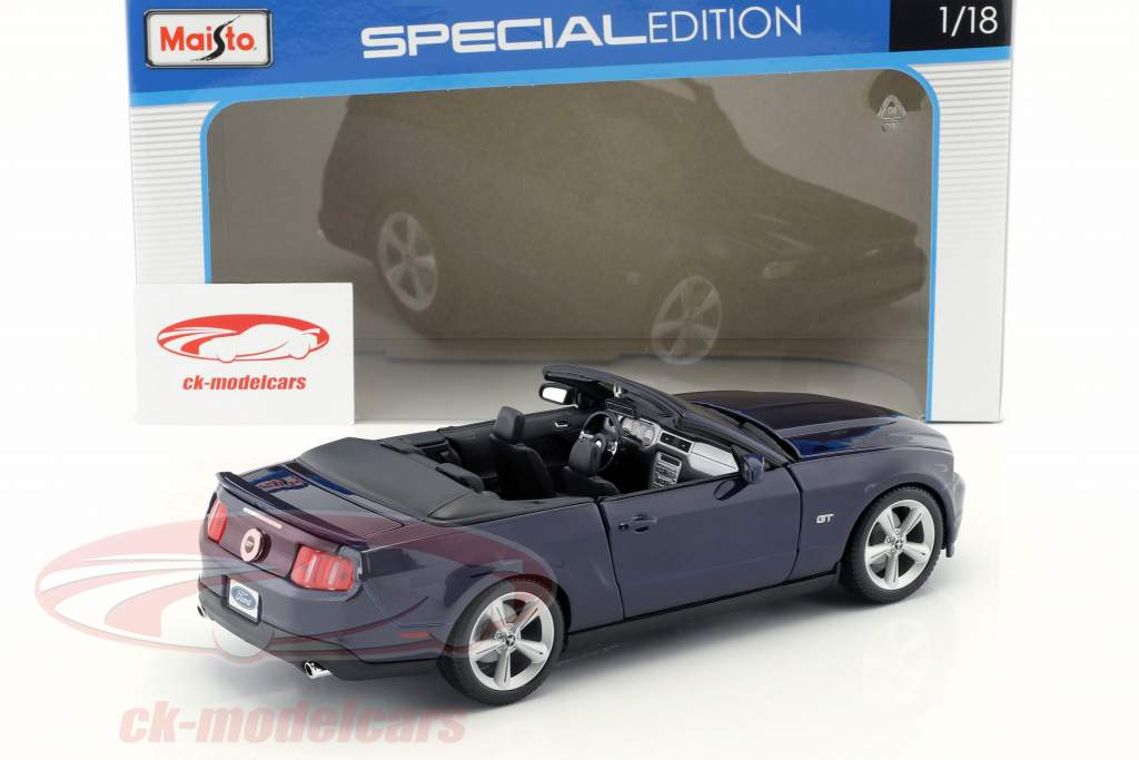Ford Mustang GT Convertible Year 2010 blue 1:18 Maisto