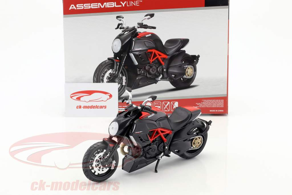 Ducati Diavel Carbon kit año 2011 negro 1:12 Maisto