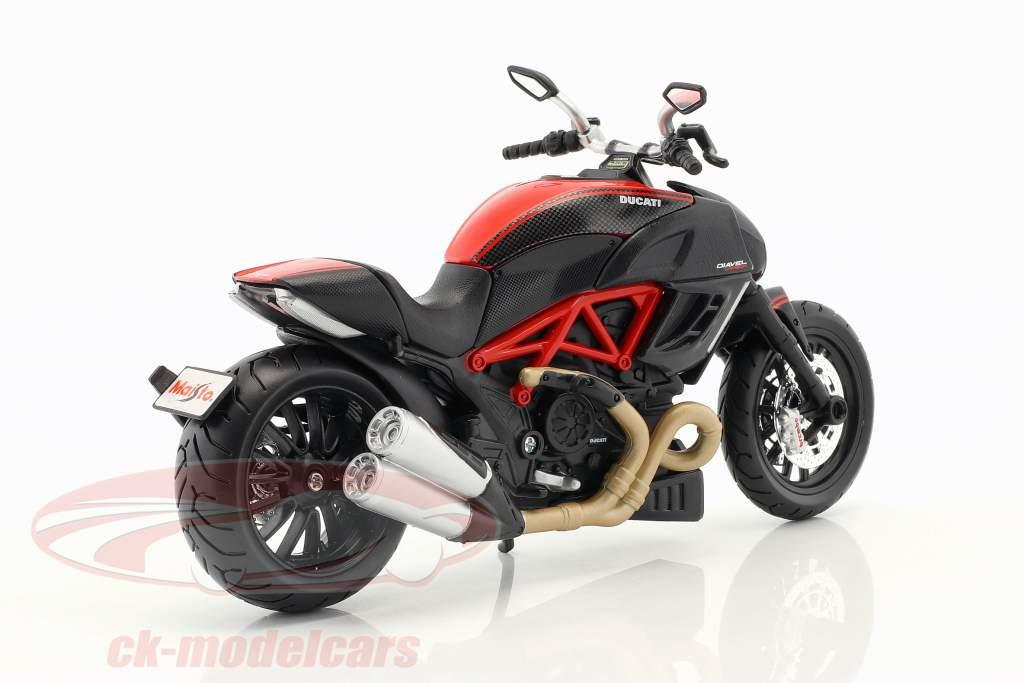Ducati Diavel Carbon kit an 2011 noir 1:12 Maisto