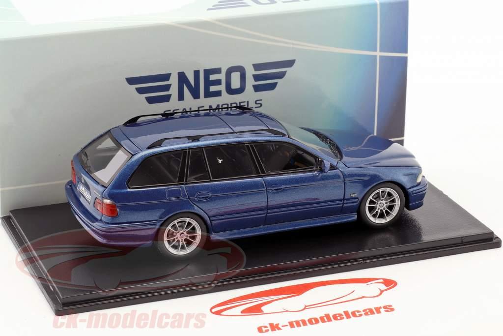 BMW 520 Touring (E39) Opførselsår 2002 blå metallisk 1:43 Neo