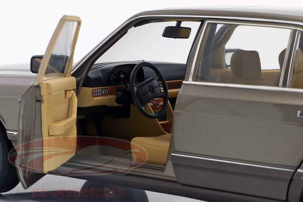 Mercedes-Benz 560 SEL (V 126) année de construction (1985-1991) impala brun 1:18 Norev