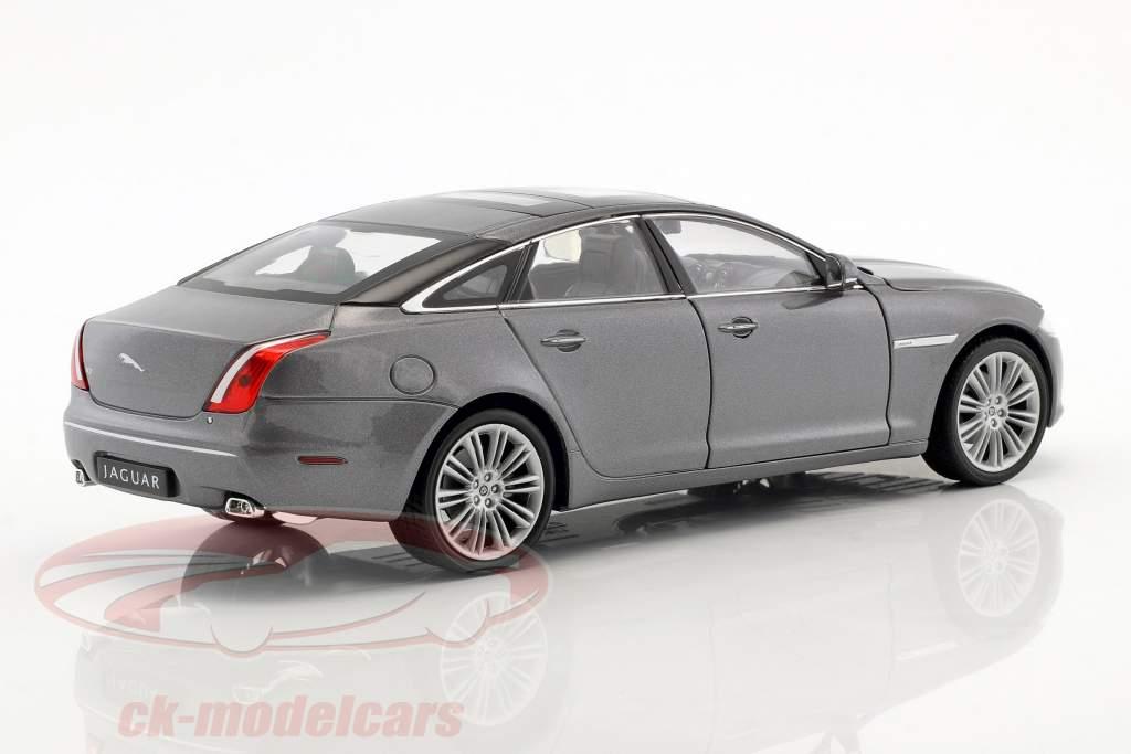 Jaguar XJ (X351) année de construction 2010 argent métallique 1:24 Welly