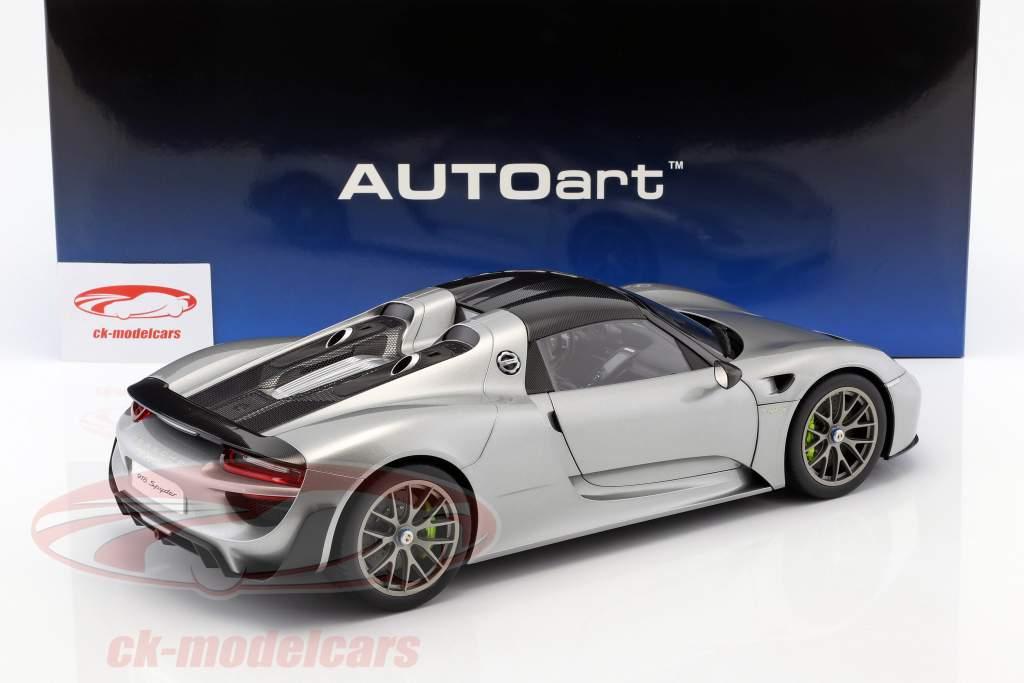Porsche 918 Spyder ano de construção 2013 prata 1:12 AUTOart