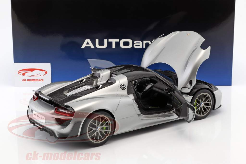 Porsche 918 Spyder Baujahr 2013 silber 1:12 AUTOart