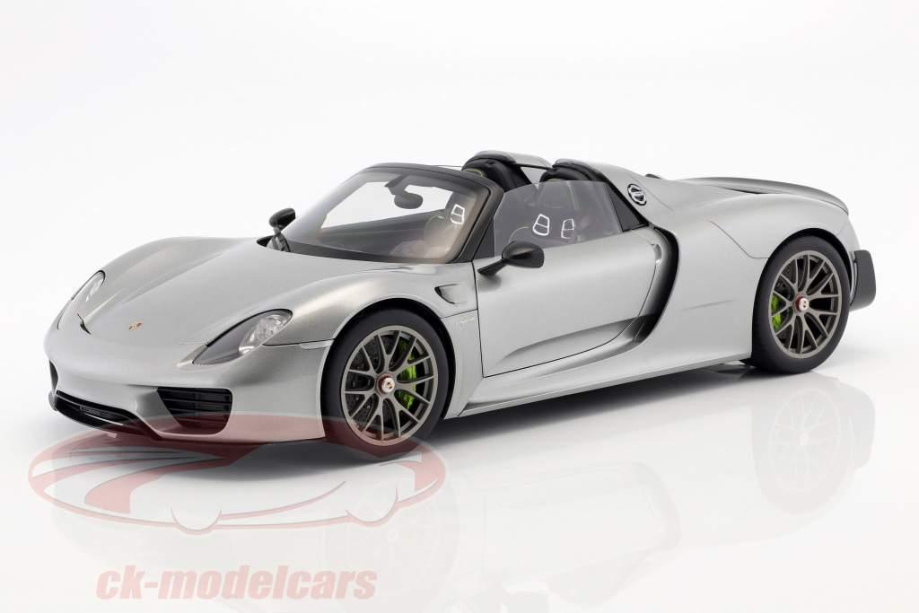 Porsche 918 Spyder year 2013 silver 1:12 AUTOart