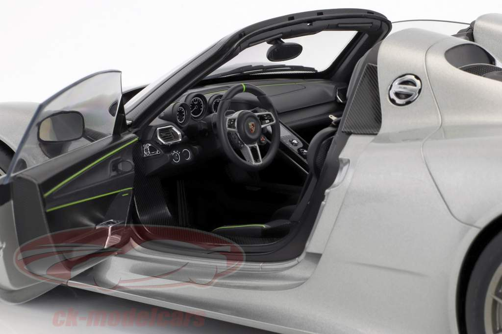 Porsche 918 Spyder Bouwjaar 2013 zilver 1:12 AUTOart