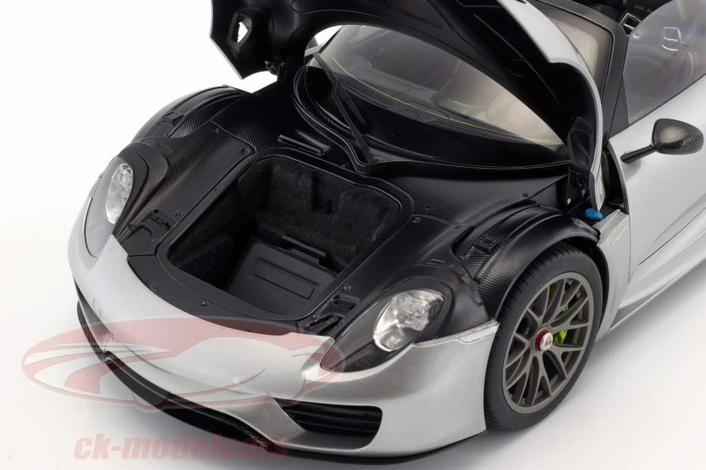 Porsche 918 Spyder Opførselsår 2013 sølv 1:12 AUTOart