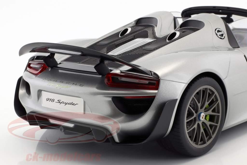 Porsche 918 Spyder anno di costruzione 2013 argento 1:12 AUTOart