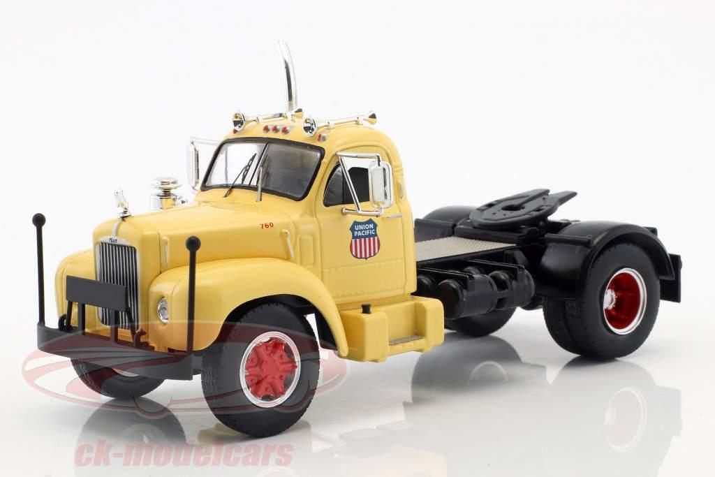 Mack B 61 camion Union Pacific année de construction 1955 beige / rouge / gris 1:43 Ixo