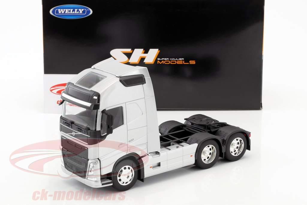 Volvo FH (6x4) Tractor year 2016 silver metallic 1:32 Welly