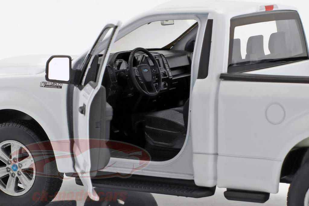 Ford F-150 Regular Cab Pick-Up year 2015 white 1:24 Welly