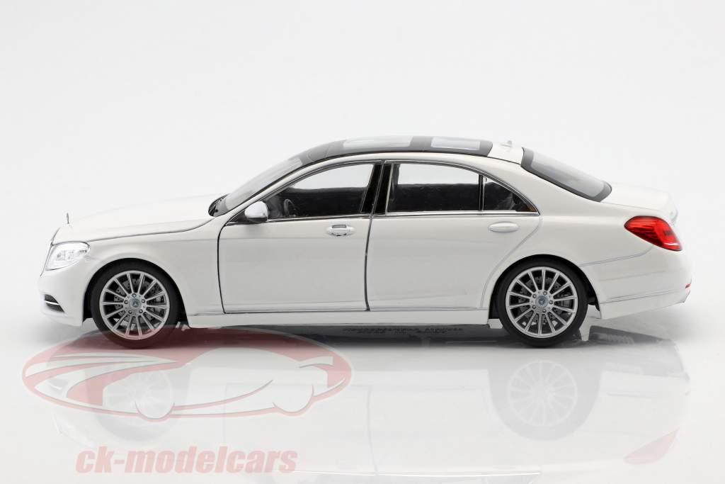 Mercedes-Benz S-classe (W222) ano de construção 2015 branco 1:24 Welly