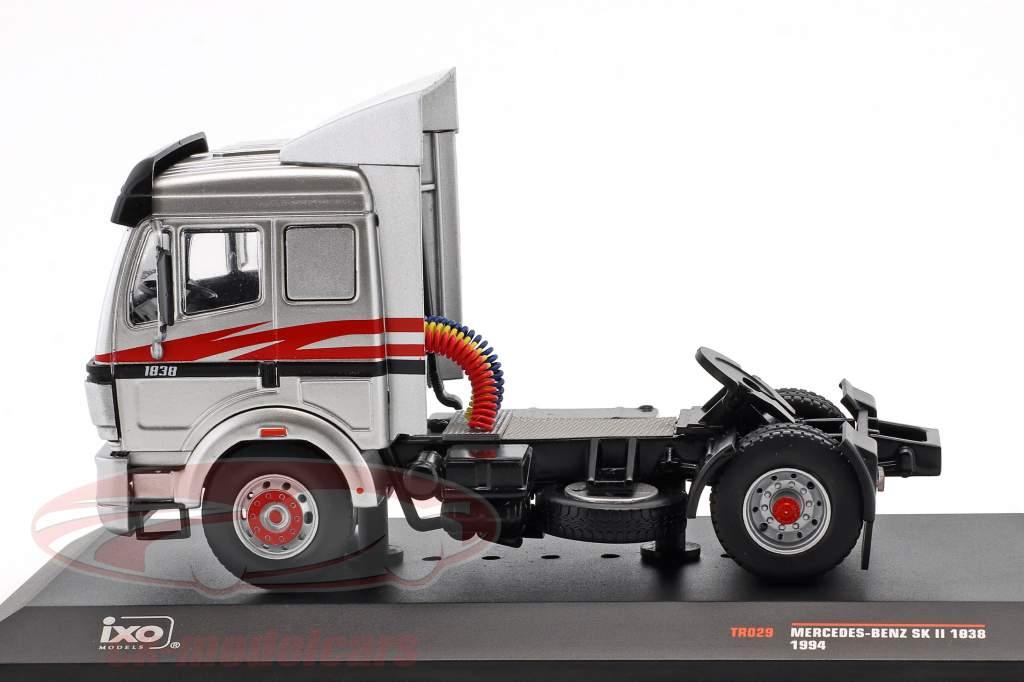 Mercedes-Benz SK-II 1838 année de construction 1994 argent / rouge / noir 1:43 Ixo