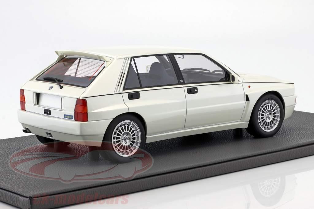 Lancia Delta Integrale Evolution II Bouwjaar 1995 pearl white 1:12 TopMarques