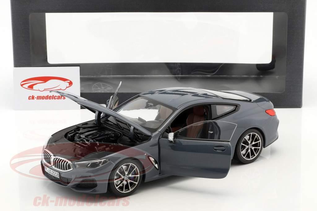 BMW 8 Series coupe Opførselsår 2019 Barcelona blå metallisk 1:18 Norev
