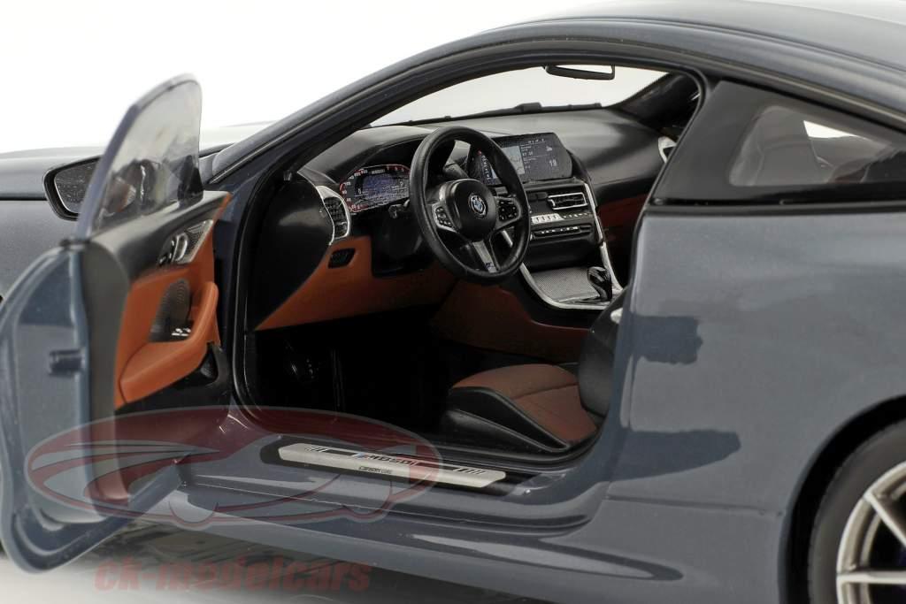 BMW 8 Series coupe Bouwjaar 2019 Barcelona blauw metalen 1:18 Norev