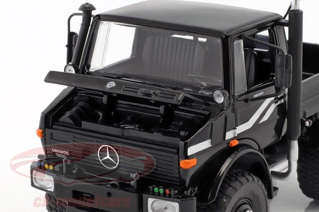 Mercedes-Benz Unimog U1600 sort 1:32 Schuco