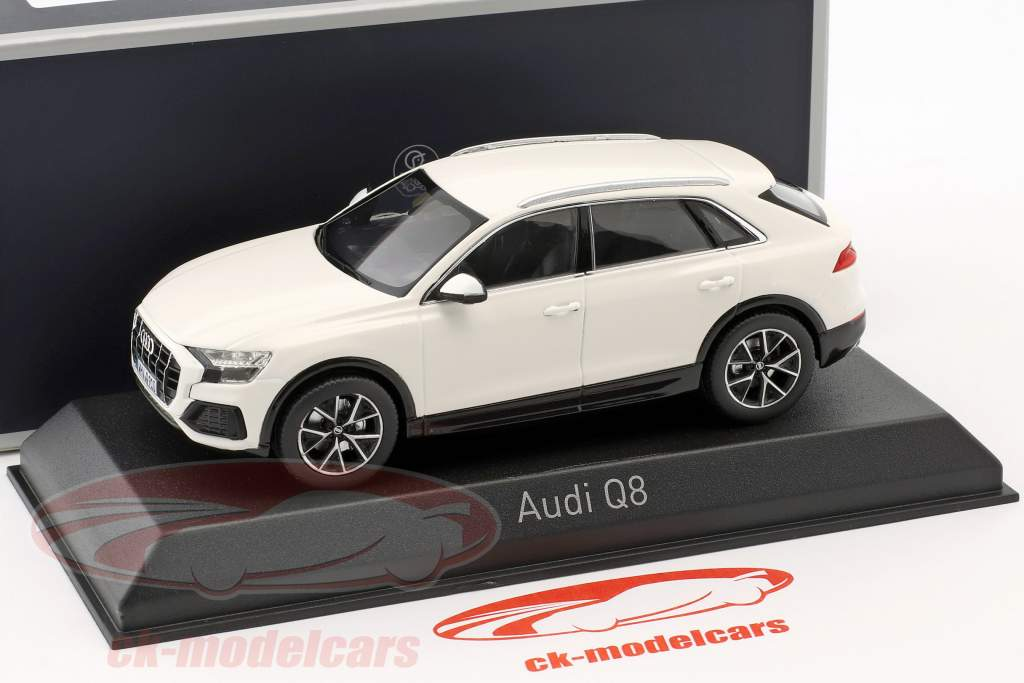 Audi Q8 ano de construção 2018 branco 1:43 Norev