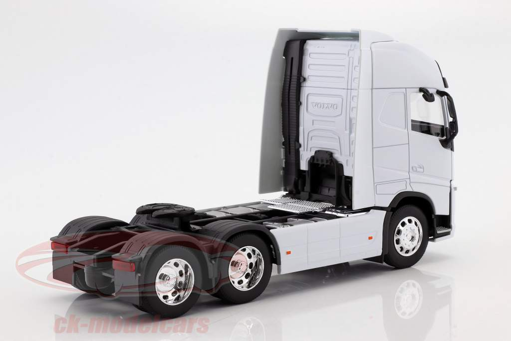 Volvo FH (6x4) Tractor year 2016 white 1:32 Welly