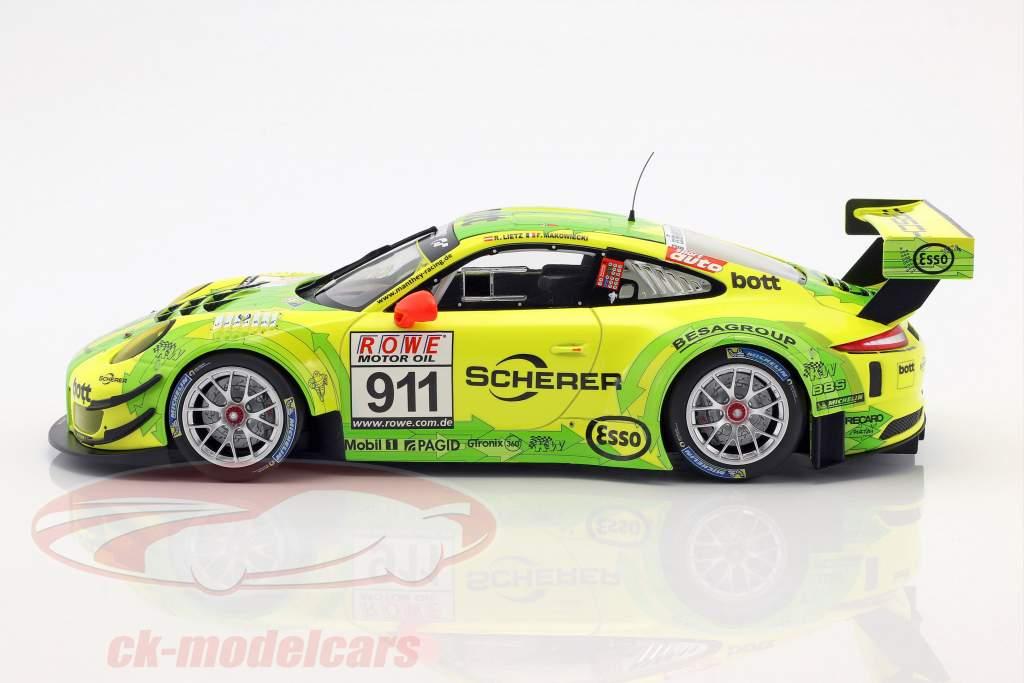 Porsche 911 (991) GT3 R #911 winnaar DMV 4h race VLN 2017 Manthey Grello 1:18 Minichamps