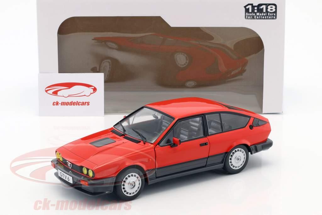 Alfa Romeo GTV6 Bouwjaar 1984 rood 1:18 Solido