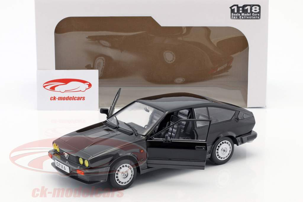 Alfa Romeo GTV6 ano de construção 1984 preto 1:18 Solido