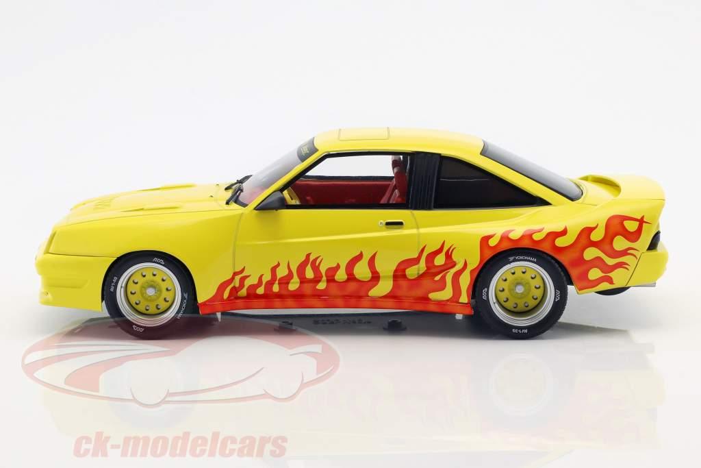 Opel Manta B Mattig Bouwjaar 1991 geel / oranje 1:18 Model Car Group