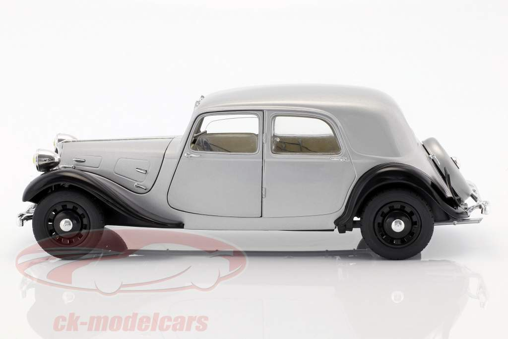 Citroen Traction 11CV año de construcción 1937 plata / negro 1:18 Solido