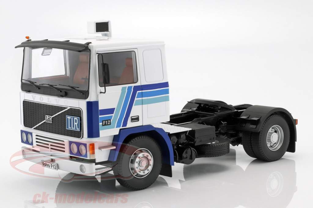 Volvo F12 trekker Bouwjaar 1977 wit / blauw 1:18 Road Kings