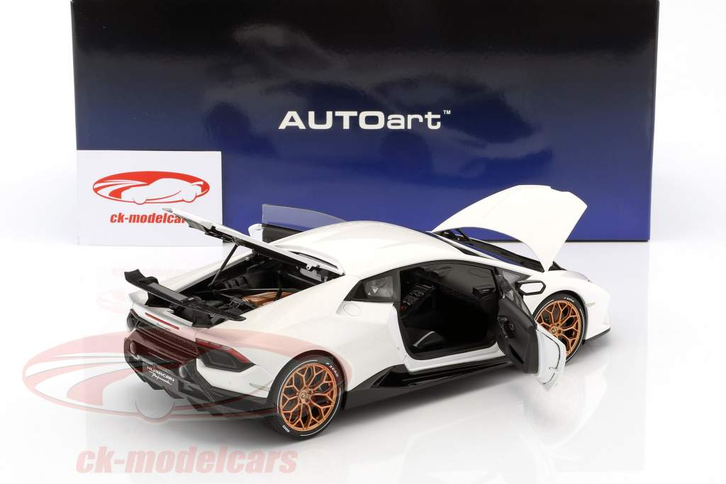 Lamborghini Huracan Performante anno di costruzione 2017 Monocerus bianco 1:18 AUTOart