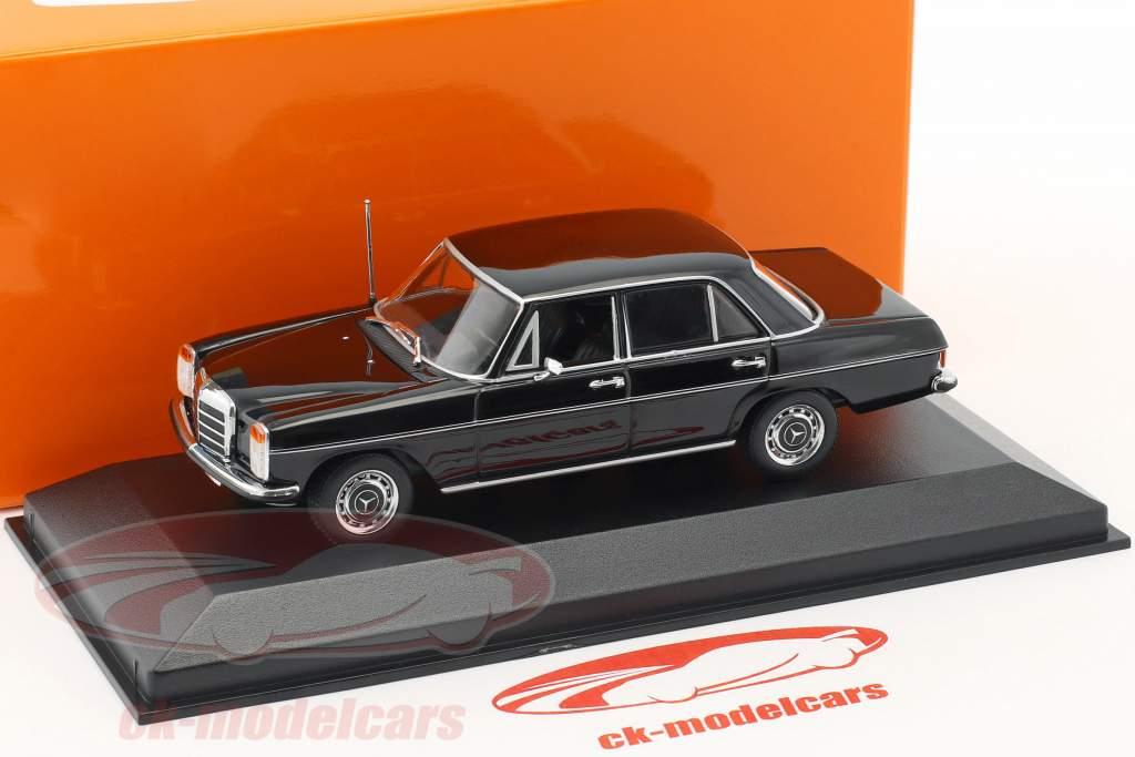 Mercedes-Benz 200 (W115) anno di costruzione 1968 nero 1:43 Minichamps