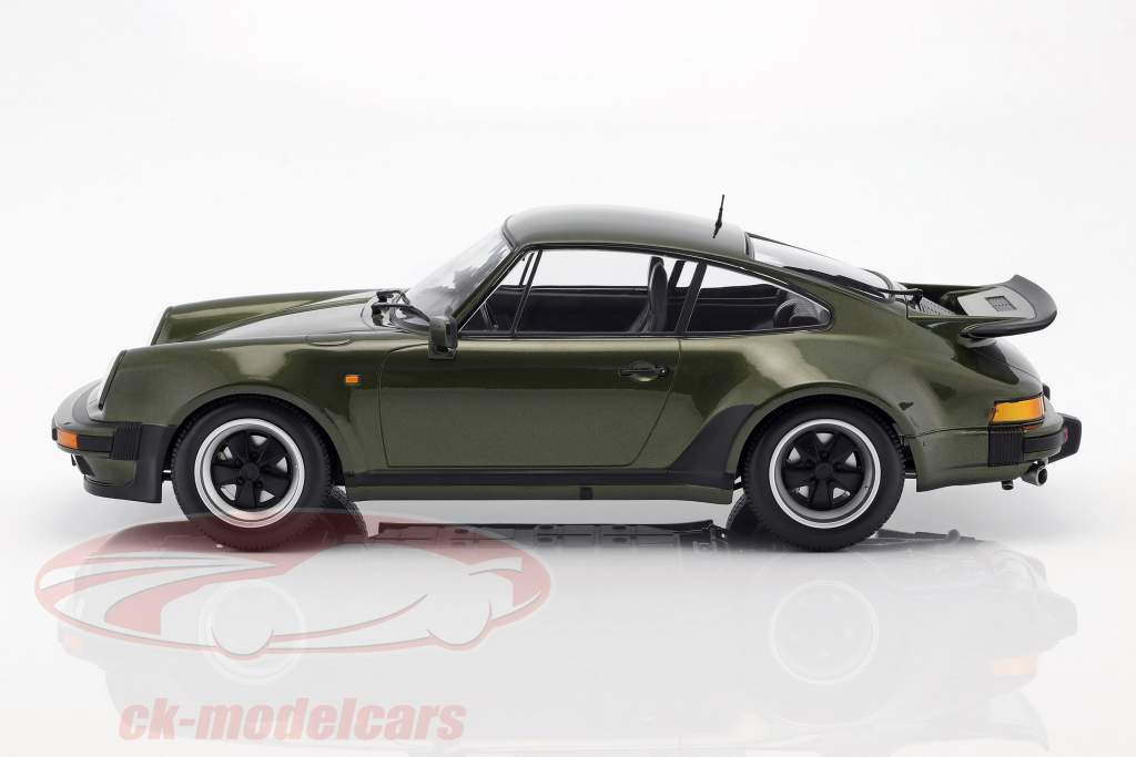 Porsche 911 (930) Turbo Baujahr 1977 oliv grün 1:12 Minichamps
