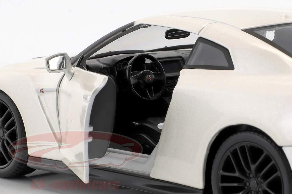 Nissan GT-R Baujahr 2017 perlweiß 1:24 Bburago