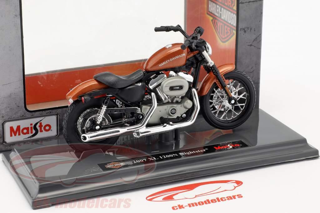 Harley-Davidson XL 1200N Nightster anno di costruzione 2007 bronzo 1:18 Maisto