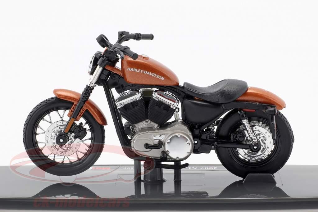 Harley-Davidson XL 1200N Nightster année de construction 2007 bronze 1:18 Maisto